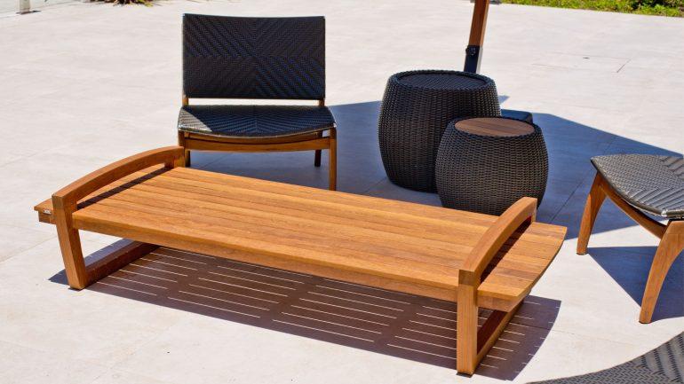 5 tipos de mesas perfeitas para decoração da área externa