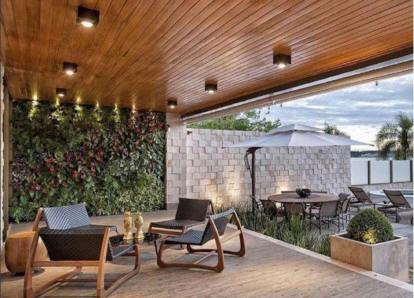 poltronas de madeira cumaru na varanda