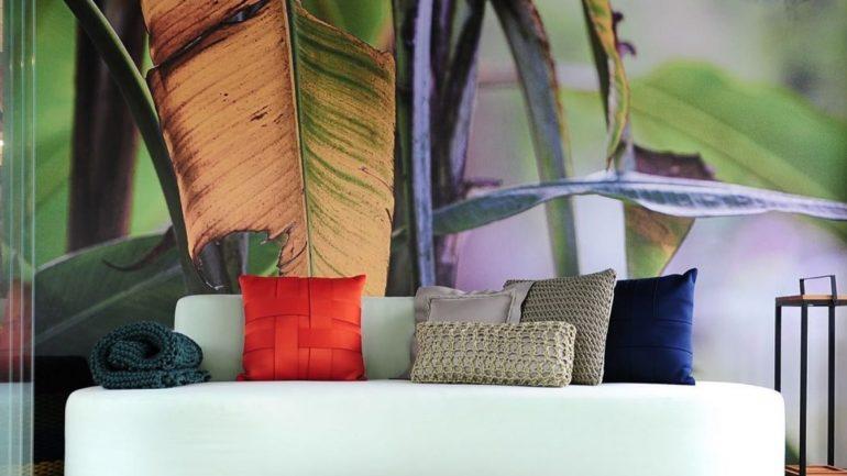 5 motivos para investir em sofás curvos e otimizar a sua sala de estar